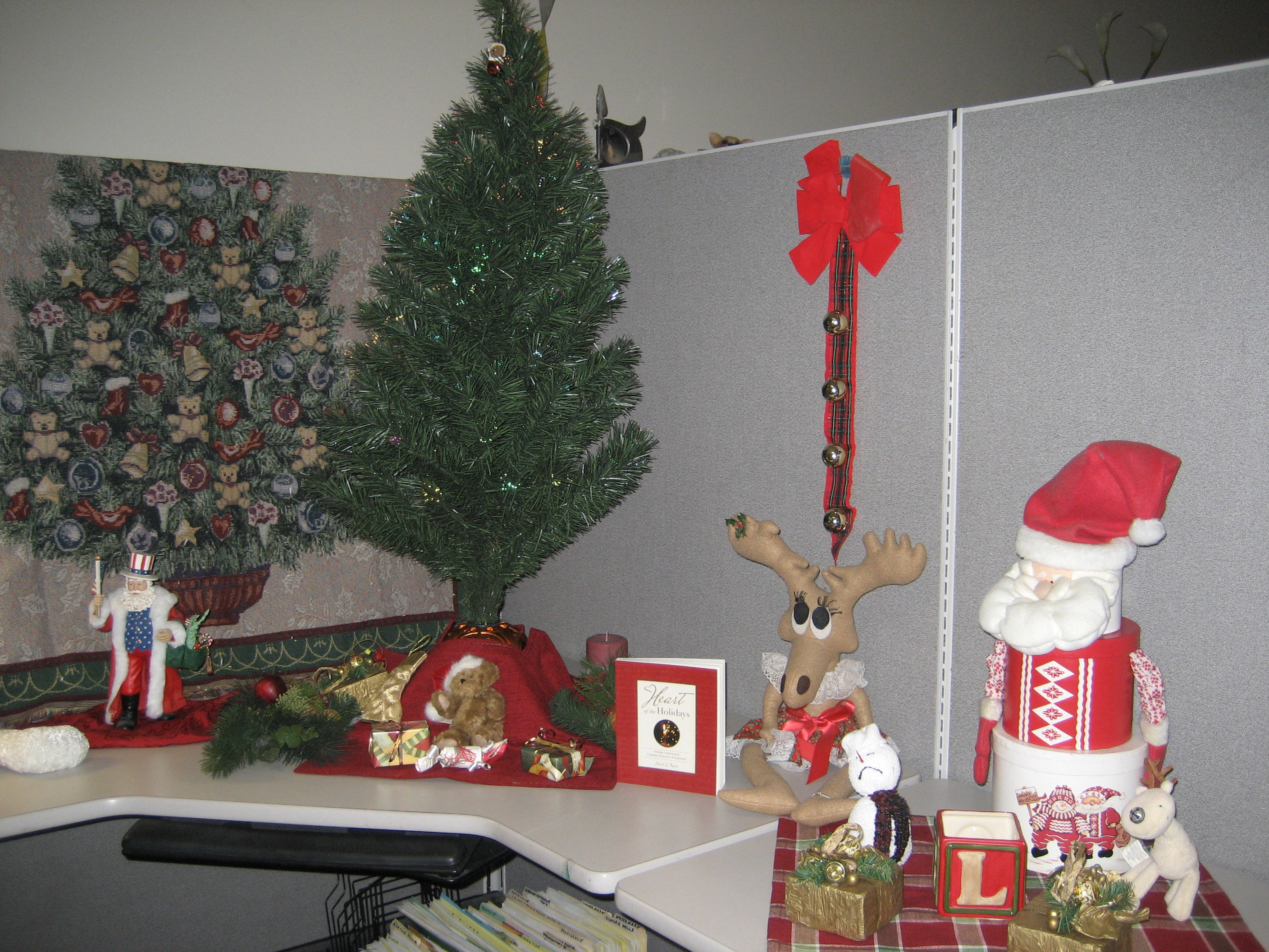 Employee Wins Best Christmas Cubicle | Heart Book Series